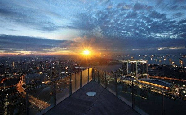 The 10 most spectacular outdoor lounges in the world 1AltitudeSingapore